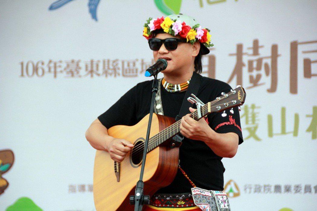 台東知本卡大地布部落卑南族歌手桑布伊(盧皆興),今年第28屆金曲獎一舉入圍7項大