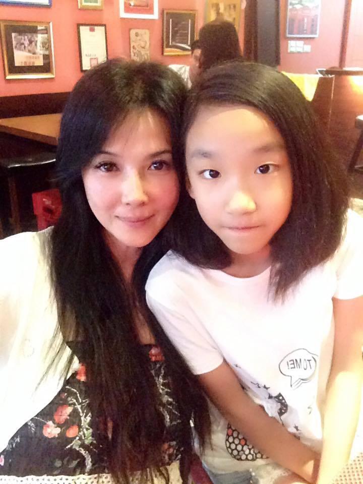 丁國琳(左)和女兒小饅頭感情好。圖/丁國琳提供