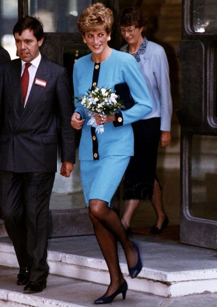 黛安娜王妃也是藍衣愛好者,Catherine Walker天藍色套裝、藍色禮服等...