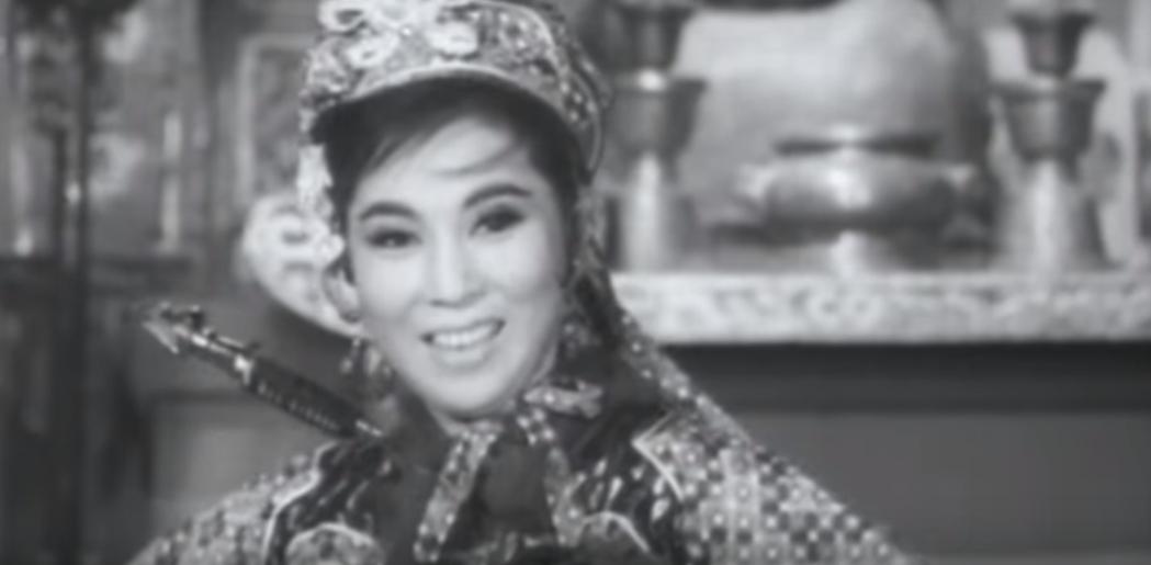 于素秋的「如來神掌」是香港武俠片中的經典。圖/翻攝自YouTube