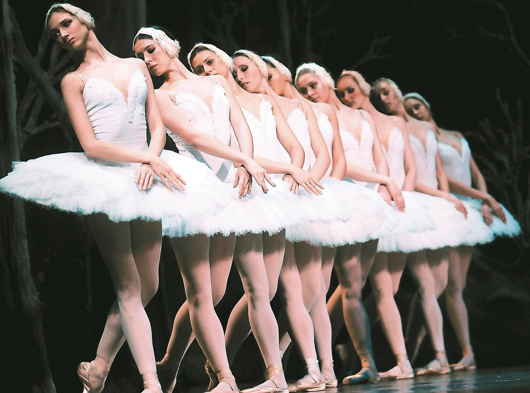 聖彼得堡芭蕾舞團演出《天鵝湖》。 圖/聯合數位文創提供