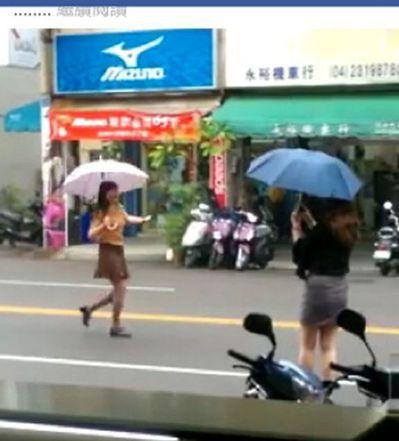 上月中部萬安演習,2名女子在台中市區管制期間走秀,錄影。警方開罰3萬元。 圖/取...