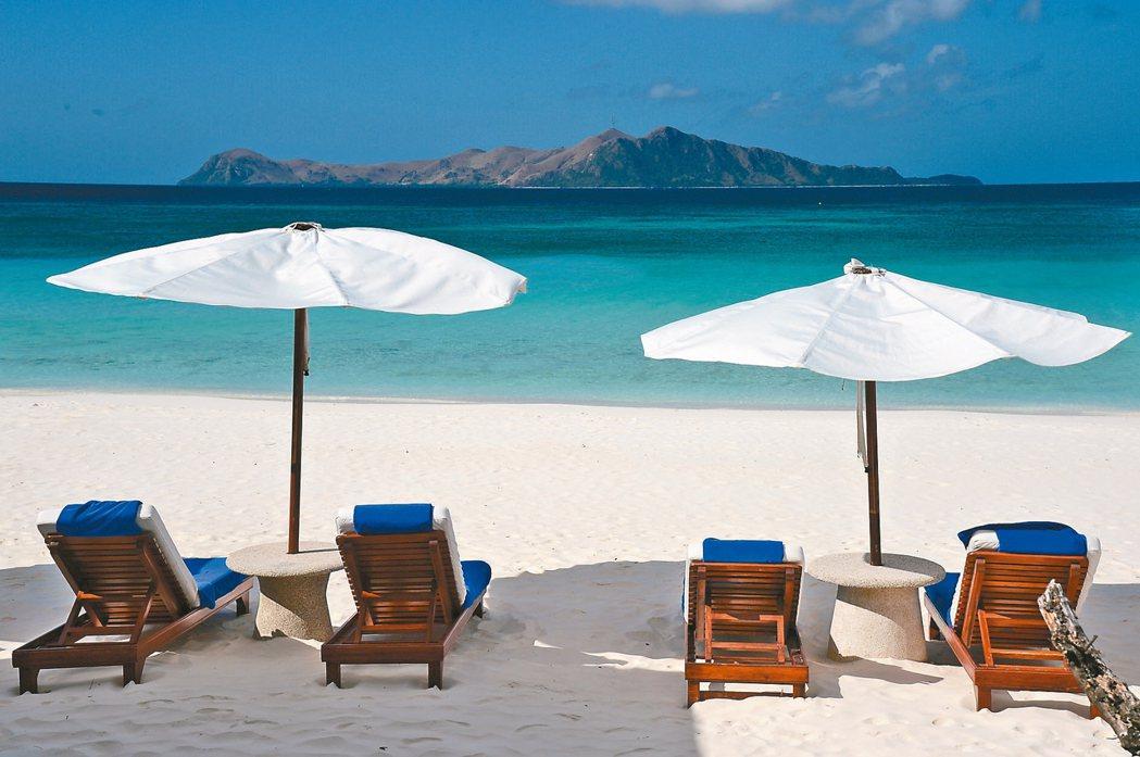 菲律賓的Amanpulo擁有細白的沙灘跟清澈的海水,是安縵必訪飯店之一。 圖/施...