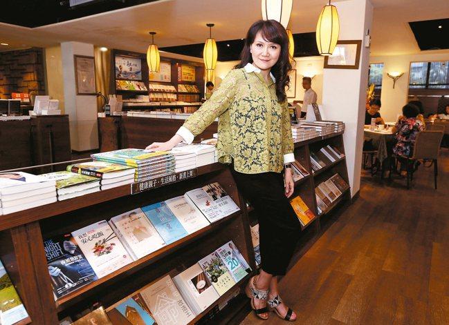 台灣第一個自製旅遊節目「世界真奇妙」主持人梁旅珠,旅遊足跡遍及世界各個角落,過著...