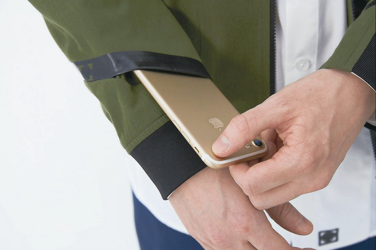袖口置物袋。
