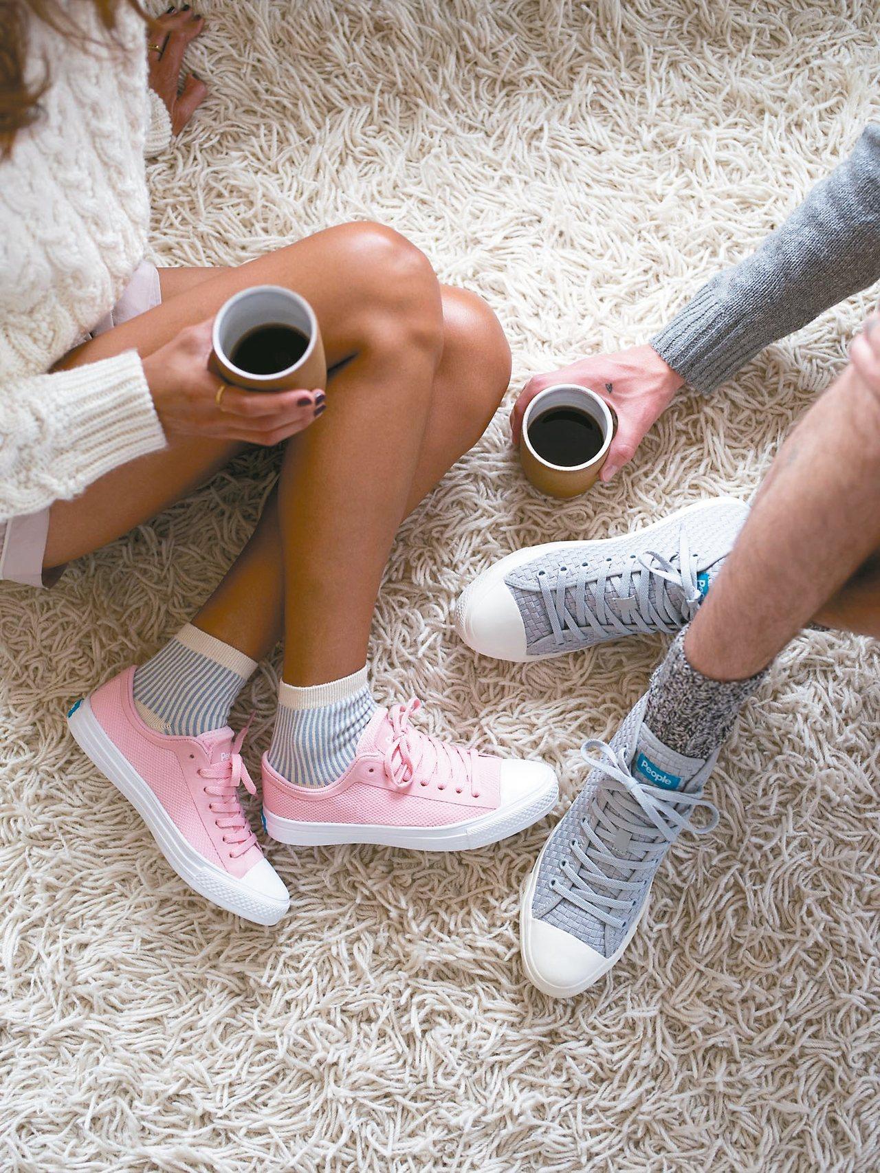 People FOOTWEAR運用科技輕量材質與經典元素連結打造輕盈舒適的休閒鞋。