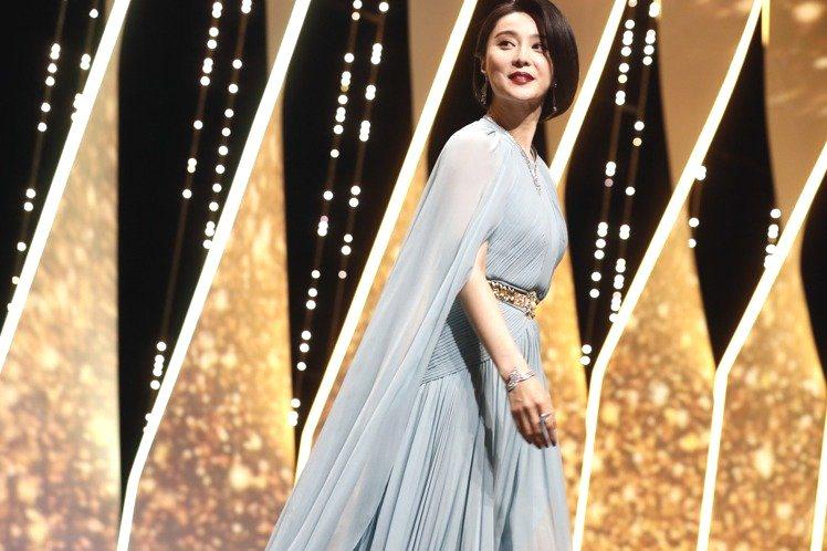 范冰冰一襲水藍色禮服仙氣十足,展現時尚優雅風。圖/美聯社