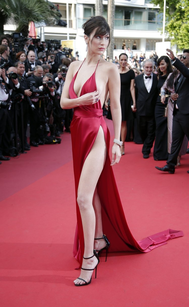 Bella Hadid 2016年坎城影展扮相老氣。圖/美聯社