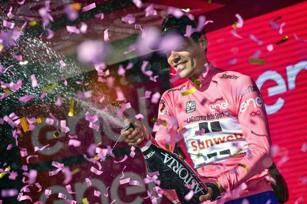 Tom Dumoulin在周二的環義大利賽第十站個人計時賽中,奪下單站第一,並穿...