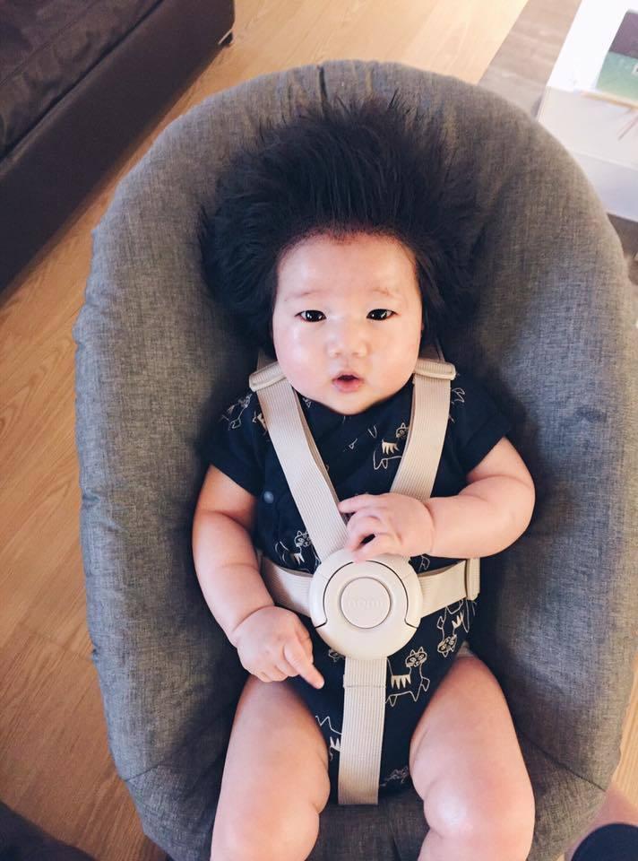 隋棠女兒Lucy頭髮太濃密拍證件照,耳朵老是露不出來。 圖/擷自隋棠臉書