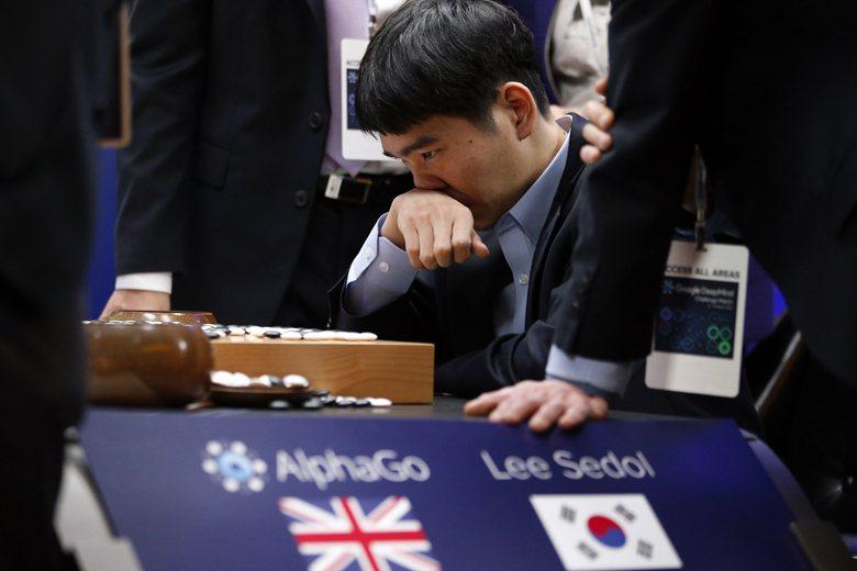 Google公司開發出的超級電腦AlphaGo向南韓圍棋高手李世石挑戰。 圖/美...