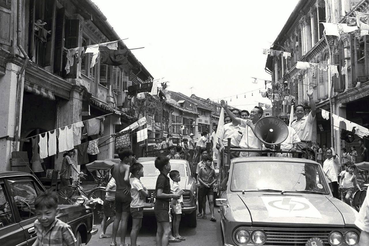 """李光耀输出的""""新加坡故事"""",描绘出一幅新加坡从不起眼渔村到国际大都会的进步历程,..."""