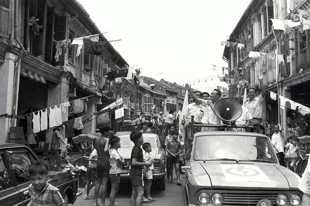 李光耀輸出的「新加坡故事」,描繪出一幅新加坡從不起眼漁村到國際大都會的進步歷程,...