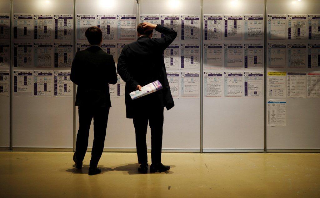 由於僱用關係極度不穩定,2013年韓國的勞工流動率高達63.7%。在韓國當地,勞...