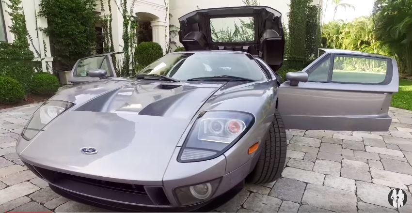 沒錯,John Cena 的愛車就是美式經典跑車 Ford GT。 截自 Youtube