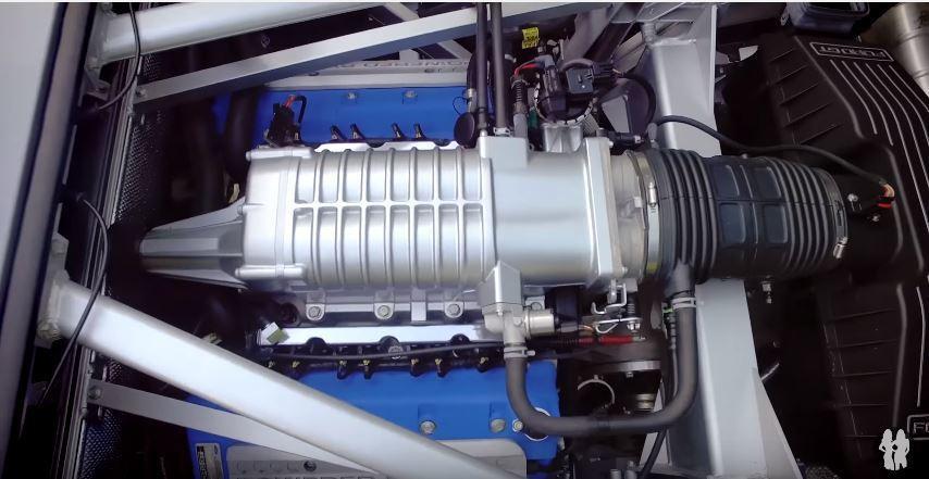 5.4 升可輸出 550 匹的 V8 引擎、0-100km/hr 加速只需 3.3 秒,真的是 You can't see me 啊。 截自 Youtube