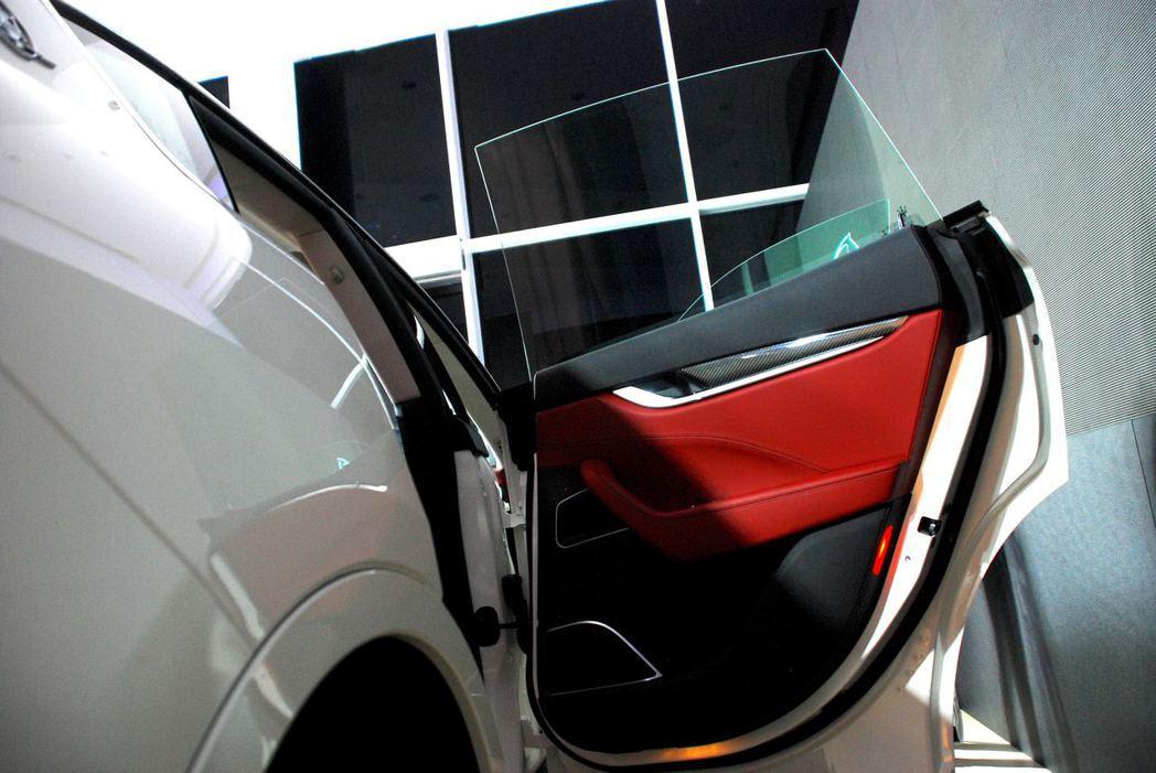 無窗框設計讓整輛車充滿跑格。圖/記者林昱丞攝影