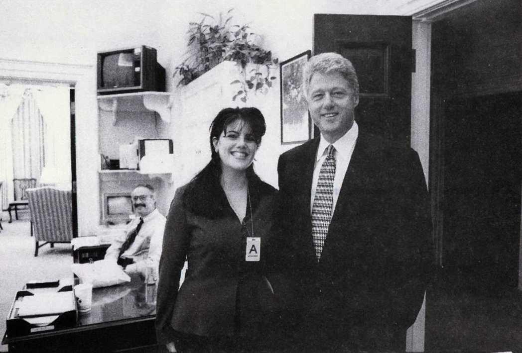 調查美國前總統柯林頓緋聞案的獨立檢察官史達發布的這張照片顯示,1995年11月1...