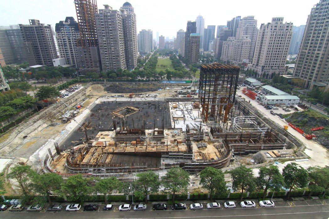 歌劇院是全球第一座以曲牆為結構主體支撐的建築,是人類建築結構史上最大挑戰。 圖/...