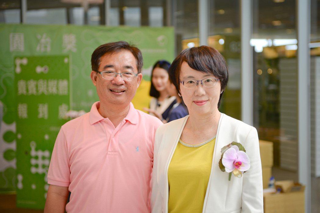 高雄市建築經營協會理事長黃秀文(右)帶領協會兩年,有為有守,成果斐然。 攝影/張...
