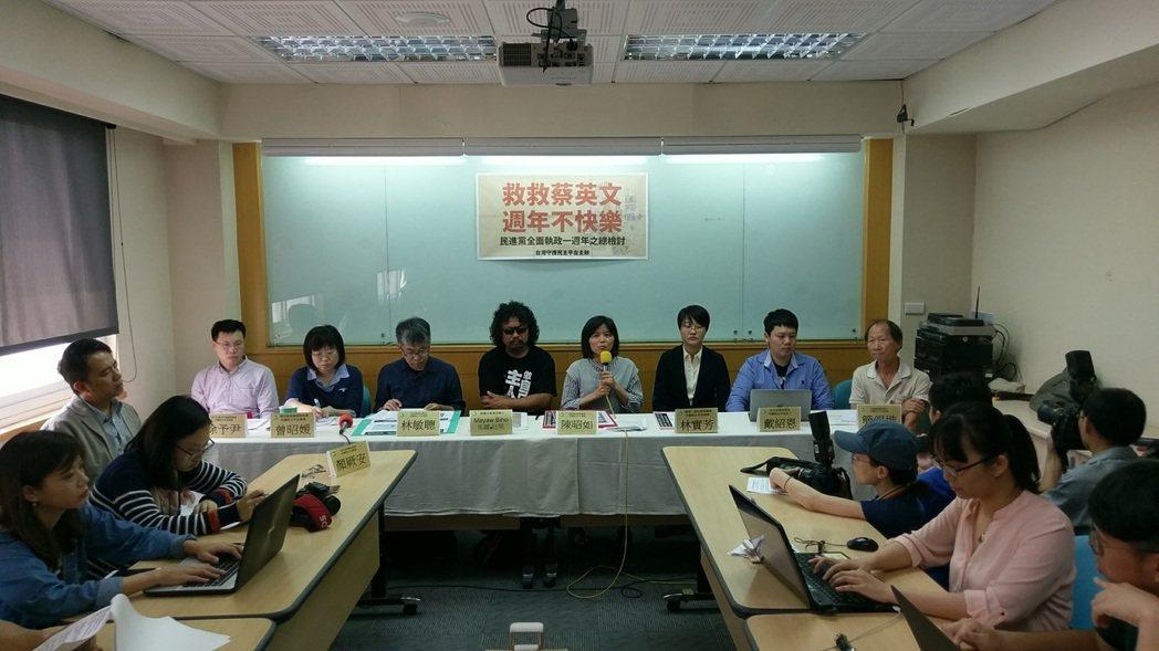 台灣守護民主平台今天公布一份網路民調,民眾對蔡政府整體滿意度僅18.4%、不滿意...