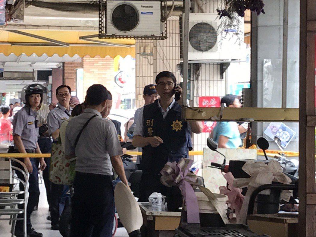 高雄市苓雅區發生斷頭命案,警方拉封鎖線,處理全案。記者蕭雅娟/攝影