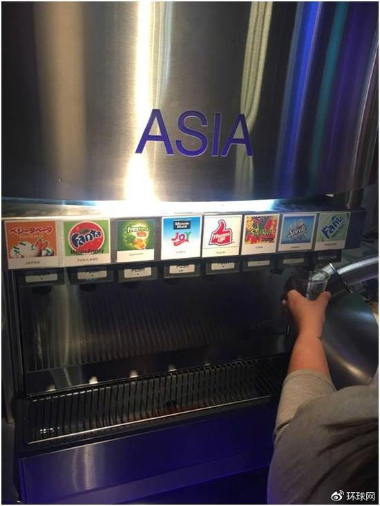 大陸「環球網」指出,可口可樂位於美國亞特蘭大的展館「可口可樂世界」,在五大洲不同...