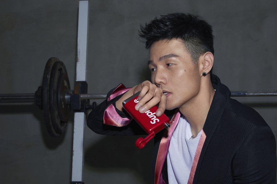 李榮浩新單曲「嗯」將於19日起在Hit Fm首播。圖/華納唱片提供