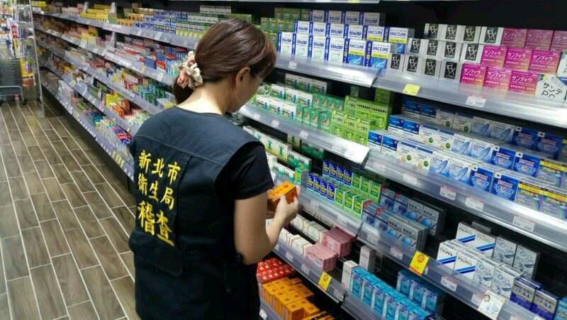 新北市衛生局於轄內查核33間藥局與藥商,至目前為止共封存1013箱有問題的極品和...