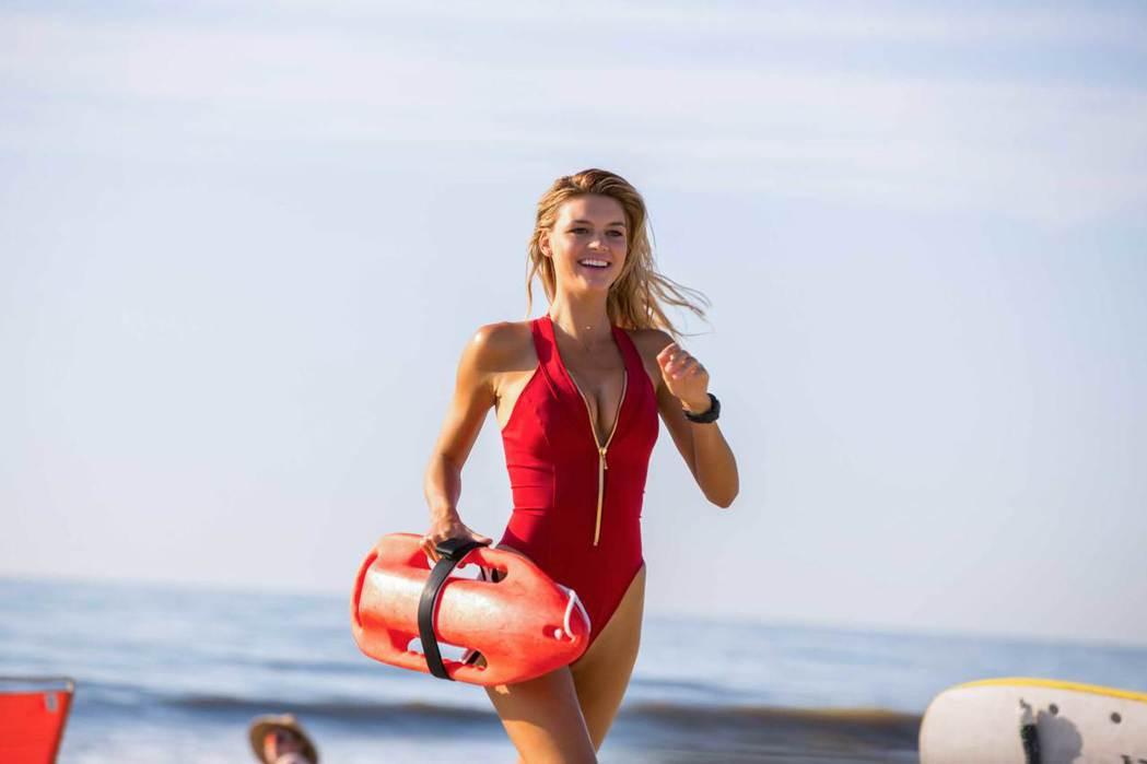 「海灘救護隊」片中必定有泳裝金髮美女。圖/UIP提供