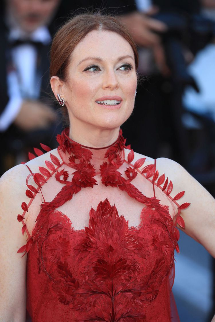 茱莉安摩爾Givenchy高級訂製服細節精緻。圖/Givenchy提供