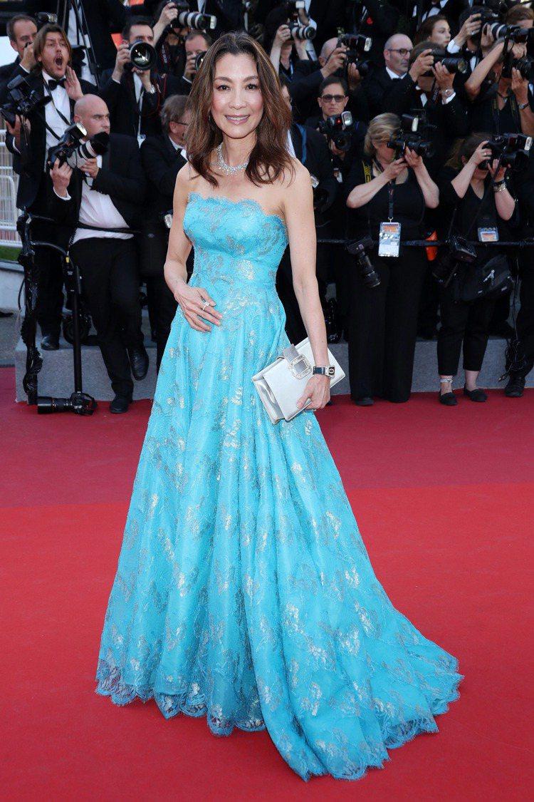 楊紫瓊身穿夏姿訂製的湛藍色晚裝。圖/夏姿提供