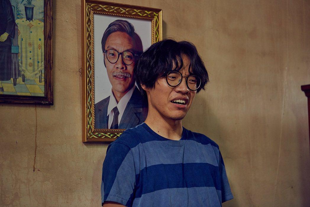 盧廣仲在「花甲男孩轉大人」中分飾兩角,為演阿公化老妝。圖/好風光提供