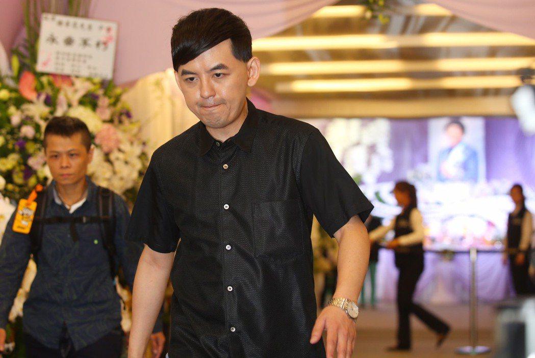 黃子佼現身豬哥亮靈堂。記者王騰毅/攝影