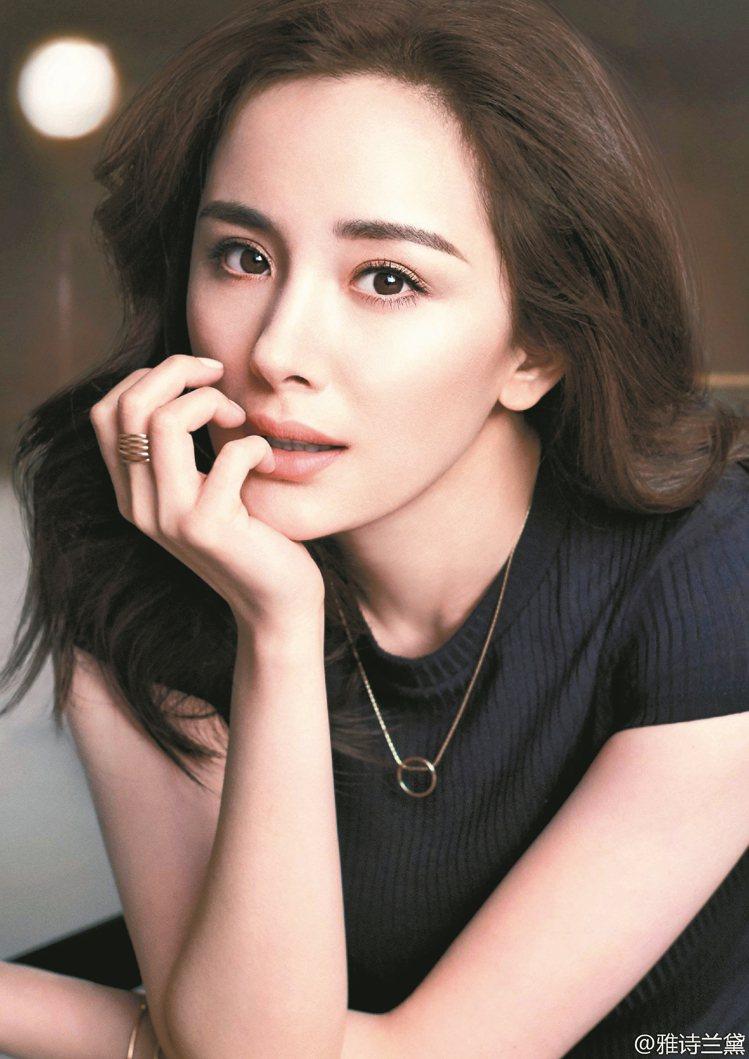 楊冪在台灣也有深厚人氣,今年度成為美妝集團雅詩蘭黛大陸代言人。 圖/取自微博
