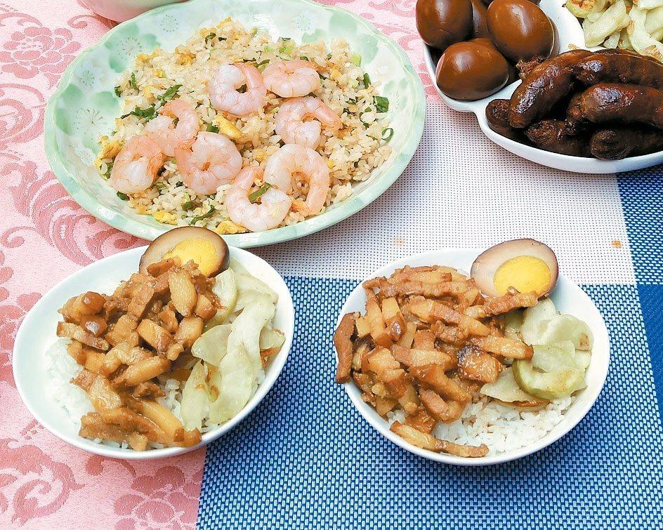 西湖市場「兩丿嘉義雞肉飯」的滷肉飯採用豬頸肉熬煮。 記者莊琇閔/攝影