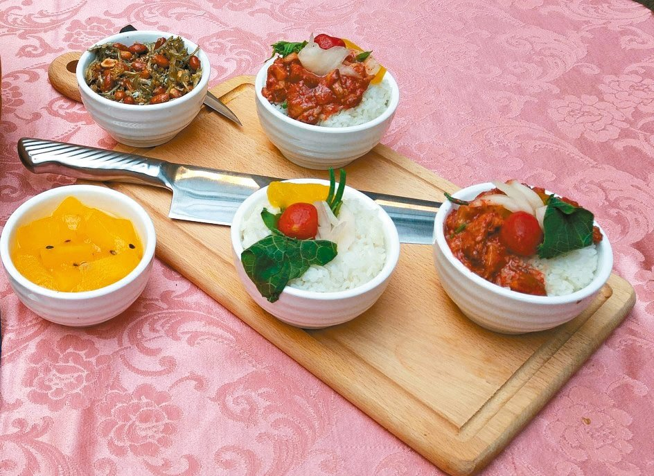 安東市場「馬師原創料理」的日式紅麴滷肉飯。 記者莊琇閔/攝影