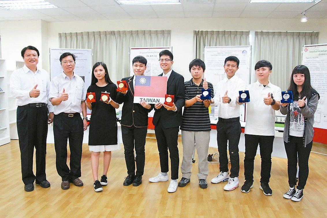 台東專科學校師生參加馬來西亞ITEX國際發明創新科技展,拿下3金3銀及1面發明創...