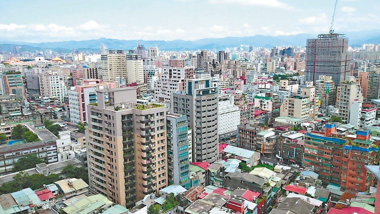 近年房市修正,除了豪宅跌價明顯外,根據房仲統計北市地政雲資料,北市有六個大型社區...