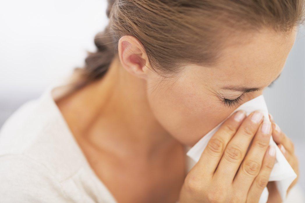 示意圖。醫師提醒,別小看過敏性鼻炎,應速就醫緩和症狀,避免造成全身性健康危害。圖...