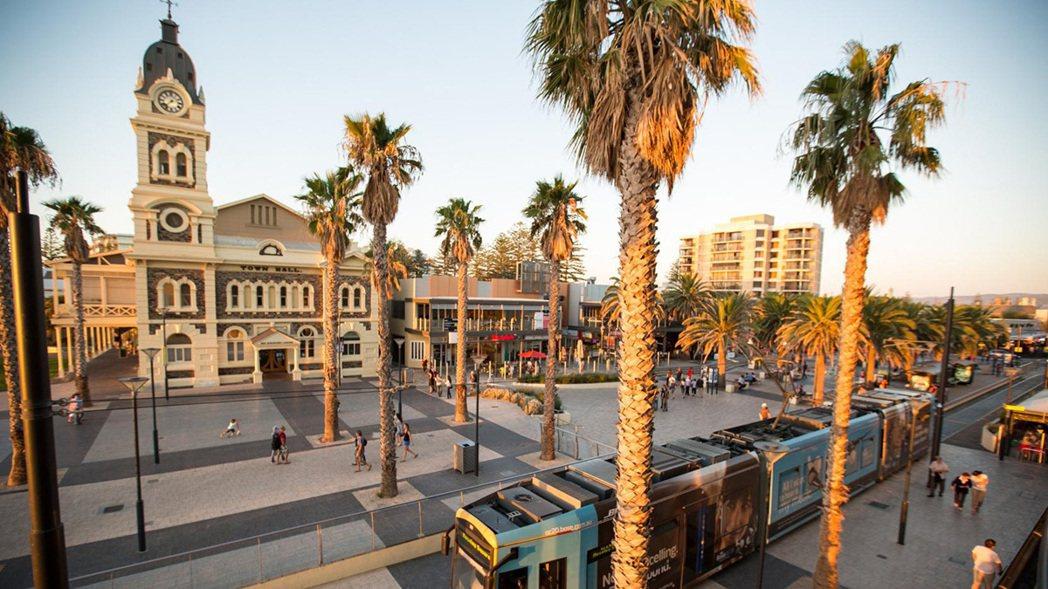 ・阿得雷德(Adelaide)南澳洲的第一大城,整座城市被充滿綠意的公園環繞,有...