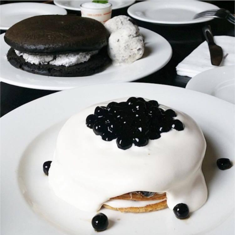珍珠奶茶鬆餅。圖/摘自 美好年代 Belle Époque FB