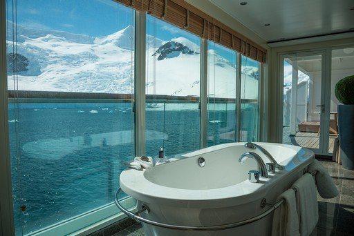 頂級小型郵輪Seabourn Quest可載客450人,是能夠進入南極登陸的最大...
