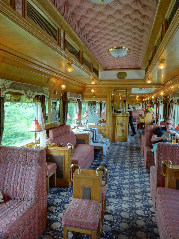 在亞洲東方快車狹窄的火車空間中,除了晃動與噪音帶來小小的不適之外,從美食到服務,...