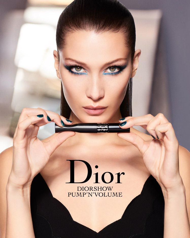 彩妝大使Bella Hadid眼神迷人又具個性美。圖/迪奧提供