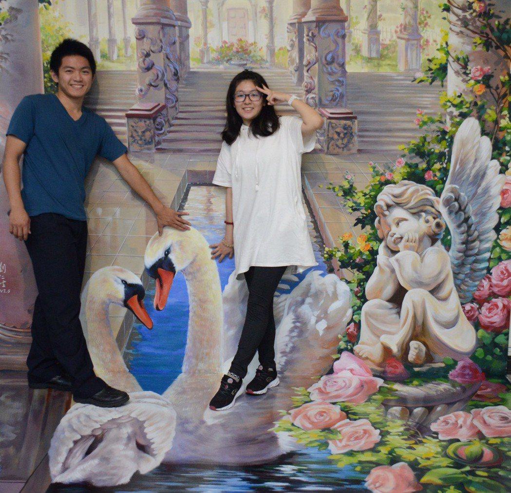 台中市豐原戶政事務所打造「花現幸福3D彩繪結婚牆」,畫上古老宮殿、愛神、天鵝與玫...