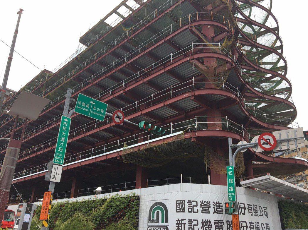 台北市八德立體停車場新建工程今天早上9點舉辦上樑典禮,由副市長林欽榮主持,宣布進...