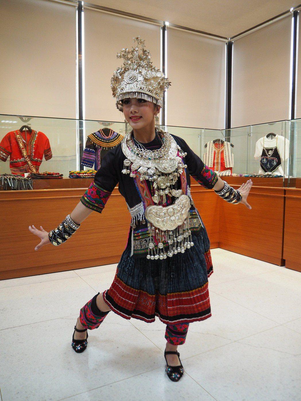 中國雲南少數民族的傳統服飾。記者喻文玟/攝影