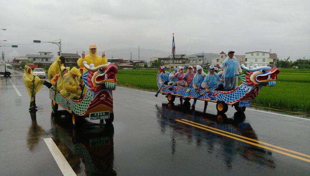 原本用槳的水上運動,改成「用腳」的陸上競賽,相當有趣。圖/關西鎮體育會提供