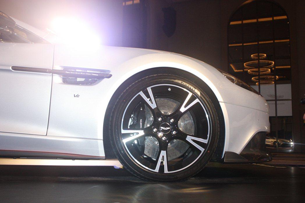 Aston Martin Vanquish S選配的20吋輪圈。記者林和謙/攝影
